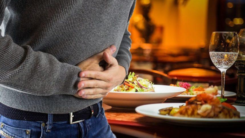 Что делать, если вы отравились едой, приобретенной в кафе или магазине?