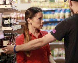 кто оплачивает разбитый товар в магазине
