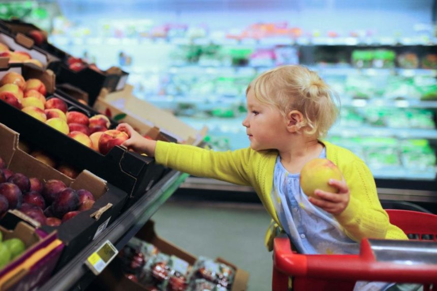 Можно ли дать сок ребенку до оплаты на кассе и что делать, если вы случайно разбили товар