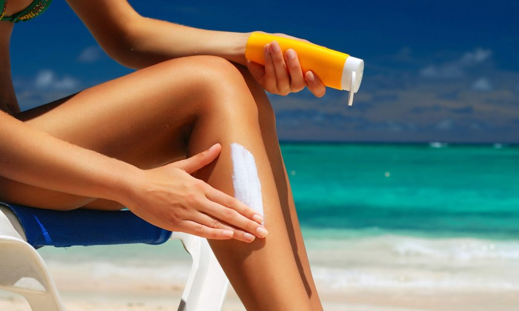 ТОП-7 лучших солнцезащитных кремов 50 SPF от загара для лица и тела от UVA и UVB излучения. Рейтинг 2021 года